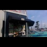 Azimut(アジムット)などのヨット・クルーザーを眺めることができる横浜ベイサイド マリーナのCafe506